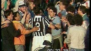 Juventus player between fans